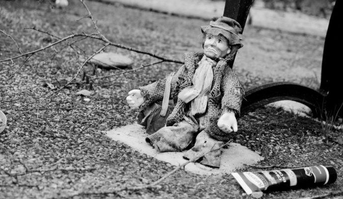 Le jouet abandonné, Mood of the day, thème